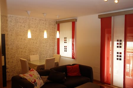 Bonito apartamento junto al Gran Eje - Jaén - Appartamento