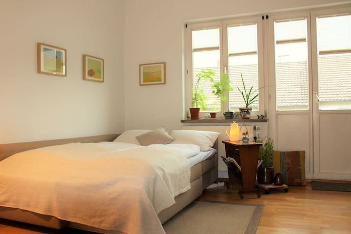 Room with balcony / zentral und ruhig - Kassel - Apartament