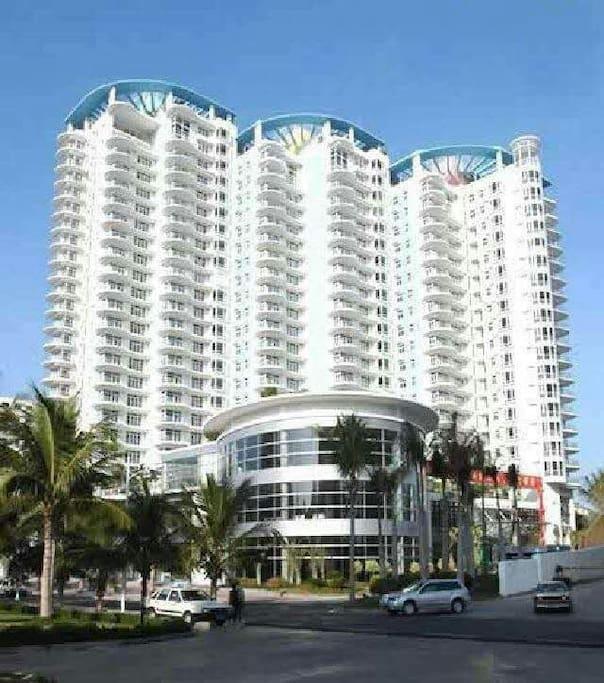 Wohnkomplex, links Wohnung im 18.Stock 左上18楼