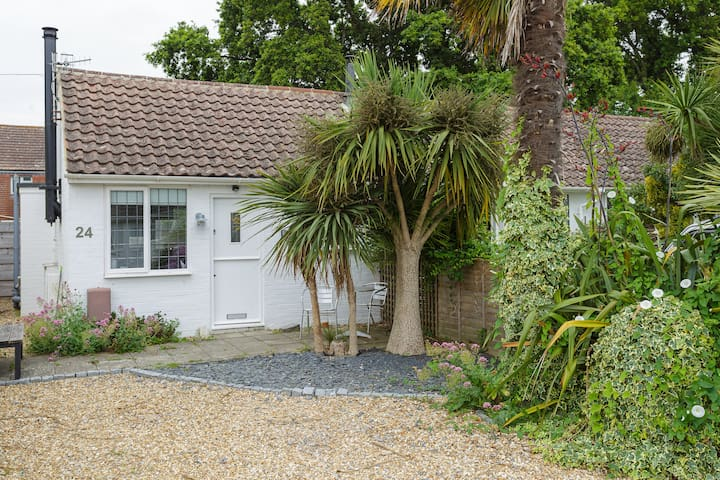 Modern, Private & Cosy Studio close to the beach