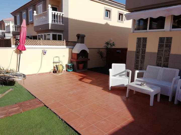 NEW 3 bed villa - 2 sunny private terraces & wifi