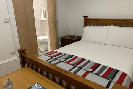 Private en-suite Double room.At beach & near golf