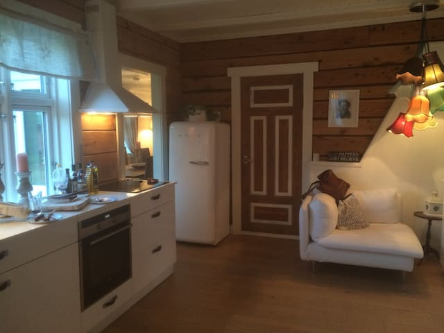 Cozy & authentic! 4 pers Homestay - Sjøholt - Dom