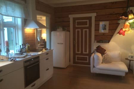 Cozy & authentic! 4 pers Homestay - Sjøholt - 一軒家
