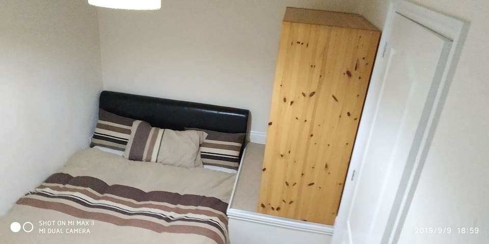 Great Location - Double Bed and Private Bathroom