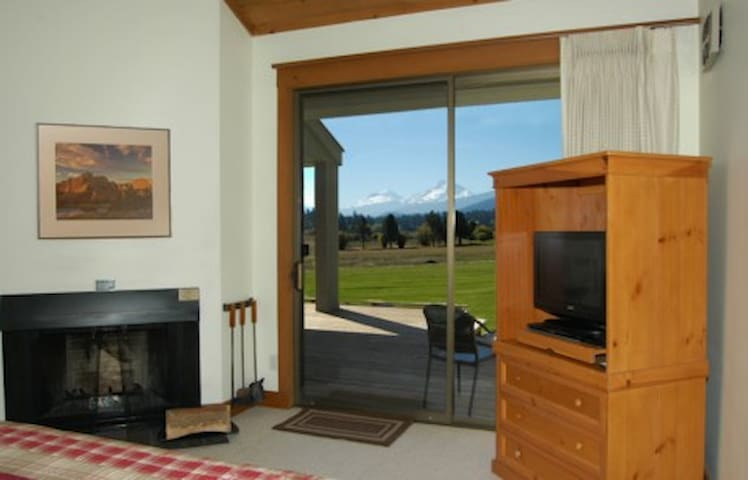 Lodge Room 015