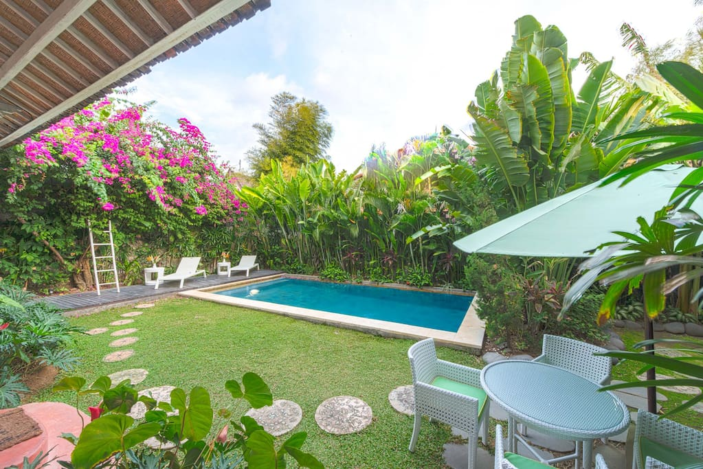 garden area, pool