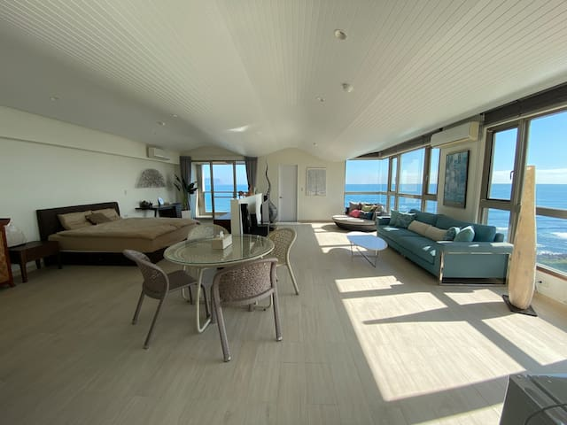 Spectacular Vacation Home by the Sea