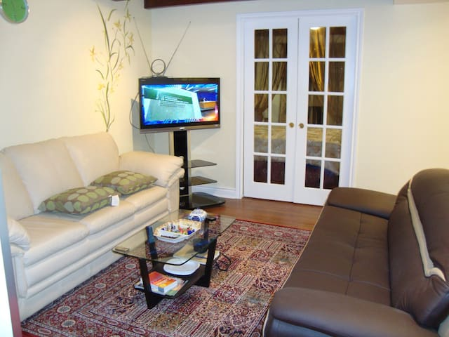 Stylish, Furnished and Cozy 1 Bedroom Near Snowdon - Montreal