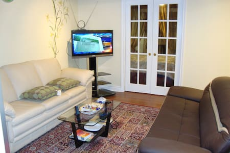 Stylish, Furnished and Cozy 1 Bedroom Near Snowdon - Montreal - Condomínio
