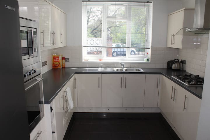 2 bedroom family friendly detached house
