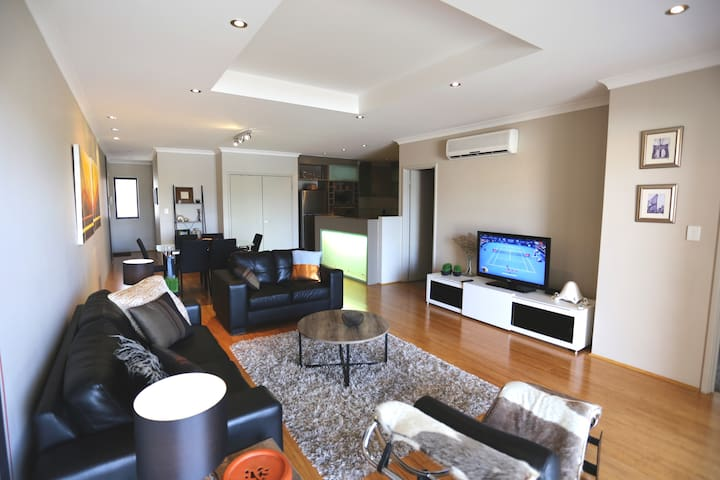 3 bed , 2 bath Penthouse, close to the City - North Perth - Appartement