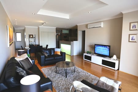 3 bed , 2 bath Penthouse, close to the City - North Perth