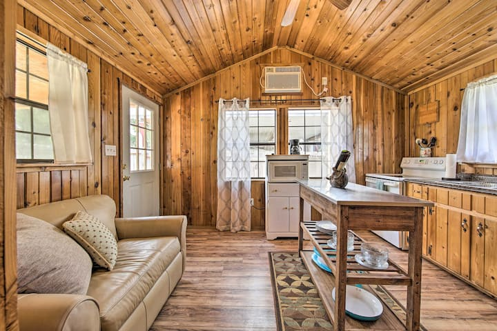 NEW! Couples Cabin w/ Deck, 1 Mi to Canyon Lake!