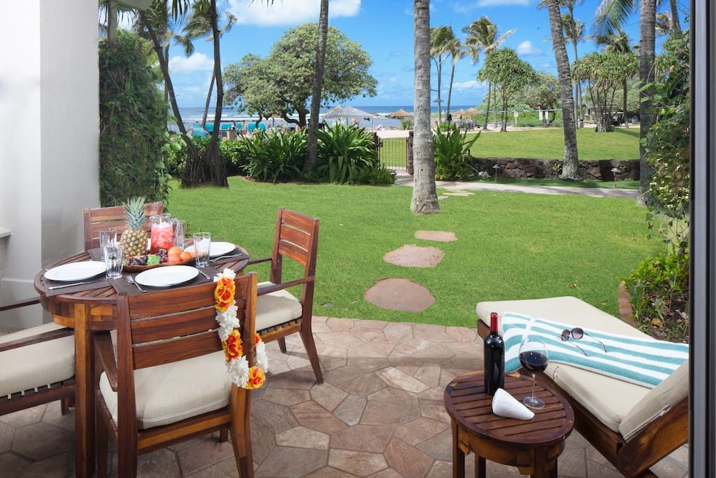 Lanai with table, 4 chairs, and chaise lounge.