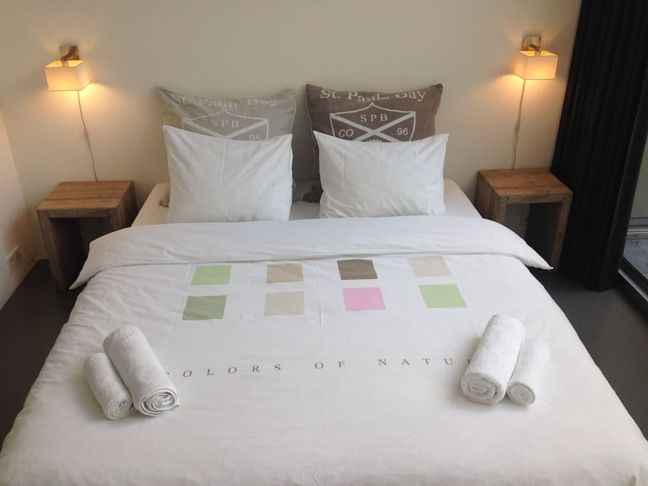 First class cotton bed linen and white towels.