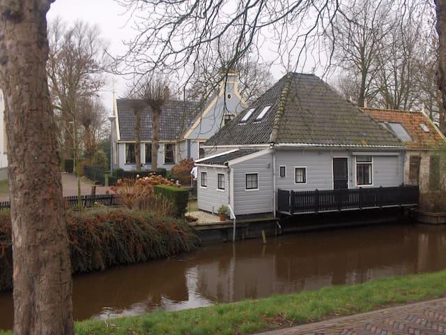 Broek in Waterland (43km. vanaf Opperdoes).