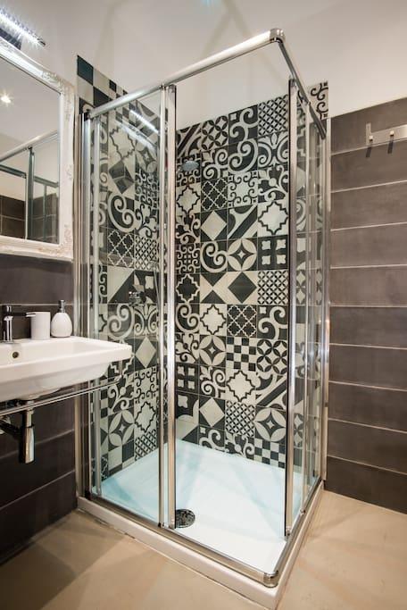 Bagni privati in ogni stanza con cromoterapia