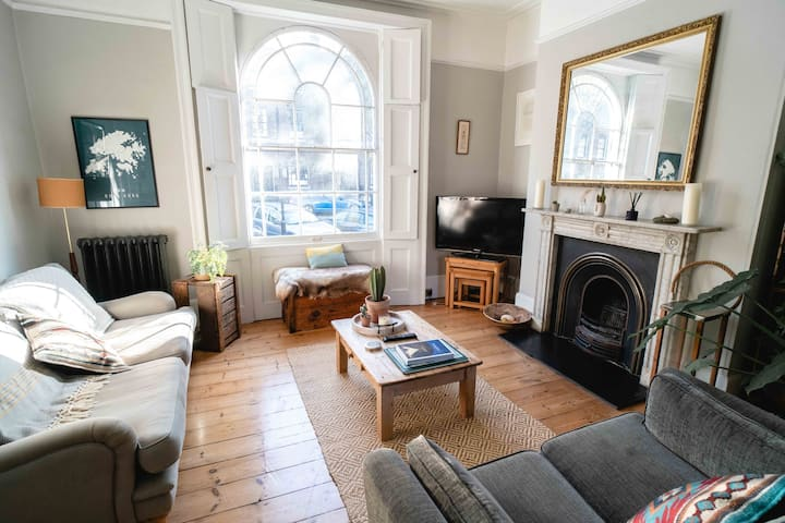 Large Georgian 2 bed in the heart of Hackney