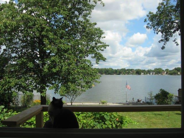 Lake front retreat - Lake Villa - Rumah