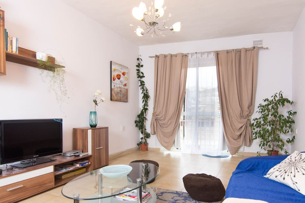 refurbished living room with hi speed WIFI internet and Cable TV including Kids channels and a lovely countryside view