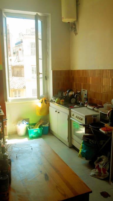 Chambre baign e de soleil centre de marseille for Marseille chambre