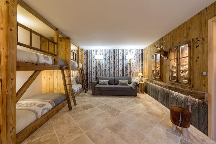 Chambre 5 : 4 lits cabanes 90 X 190 + canapé convertible 160 X 200