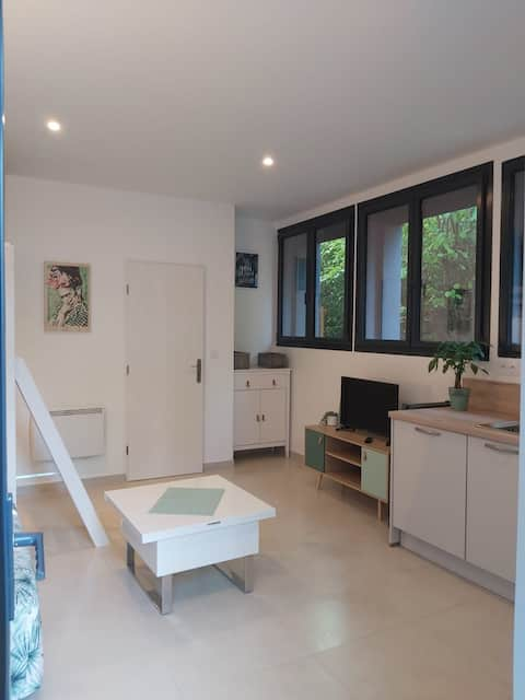 Studio proche centre Montpellier avec extérieur