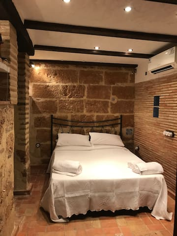 Ensuite Room, with Private Entrance in Old Town