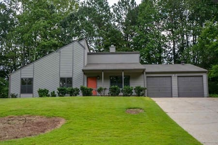 3 Bedroom Home Available in Nice Atlanta Suburb - Smyrna