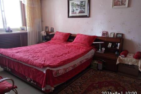 欢迎回家!父母自住房朴实蒙古夫妇。有车位离主要景点和火车站近市中心 - 呼和浩特市 - Appartement