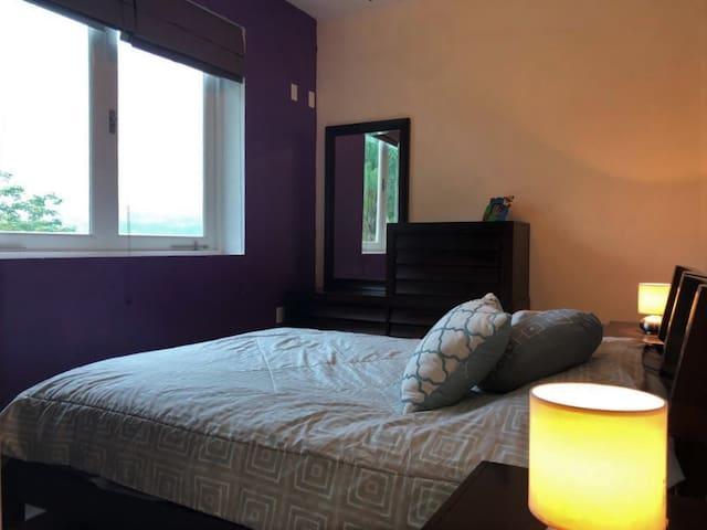 Fourth Room!!! Also with a patio and pool view. Cuarta habitación!!! Con una vista al patio y a la piscina tambien.
