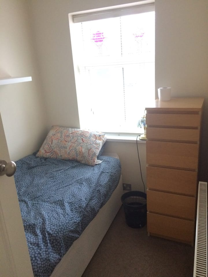 Single room - Oadby, very cheap. In a lovely home.
