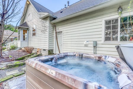 Dog-friendly, riverfront home on a cliff w/river views, private hot tub!