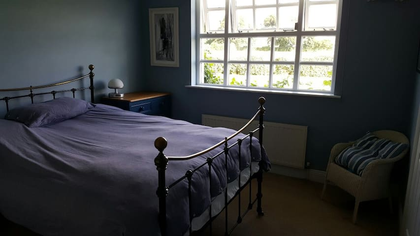 Comfortable Double Room near Electric Picnic - Laois