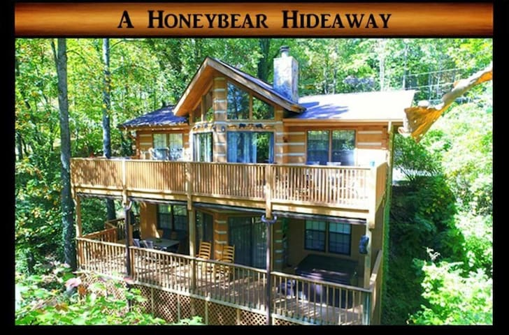 A Honeybear Hideaway} Pool Access,Jacuzzi and Hot Tub, wifi, pool table