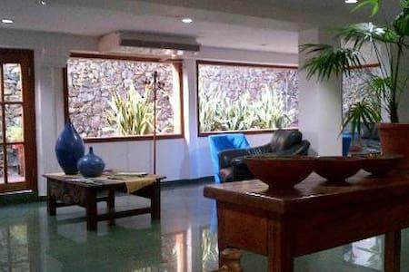 Hotel Casa del Arbol Centro - San Pedro Sula - ที่พักพร้อมอาหารเช้า