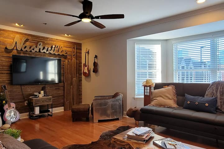 Stay in the heart of DOWNTOWN @ 'The Jill'