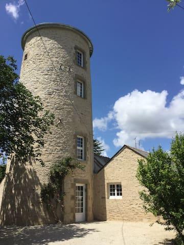 Moulin à vent rénové - Grand jardin, piscine, jeux