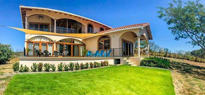 Casa Los Miradores - Majestic Ocean Views