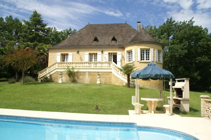 Beautiful Villa with Tennis Court in Dordogne, France
