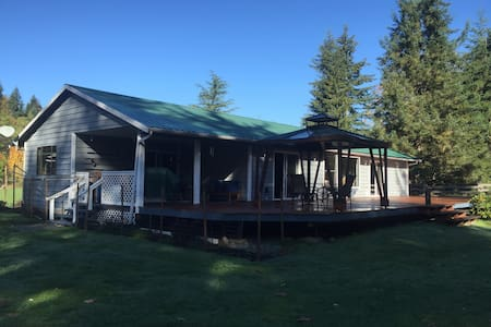Riverfront Bungalow on One Acre - Black Creek - Talo
