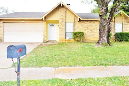 Lovely Home near AT&T Stadium, Ballpark, UTA, TCU - Fort Worth - Hus