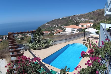 Viky's House - A Wonderful Ocean View - Arco da Calheta