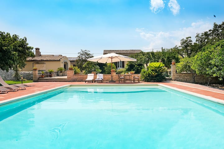 Baglio with Private Pool, Free WiFi, Garden, 7 People, Sicily