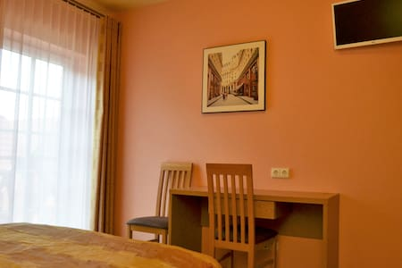 Sunny double room rent in Birstonas city center - Birštonas - Pensió