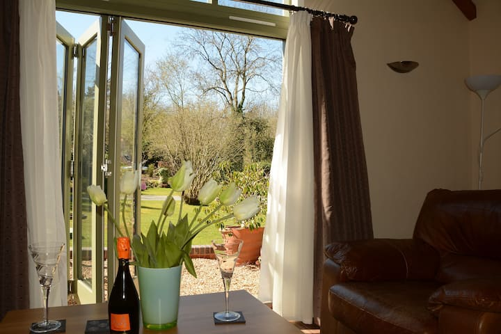 Barn Cottages - Willow, Great Location,Parkingwifi