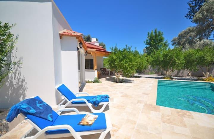 VILLA GULIN / Romantic Home Private Pool + Jacuzzi