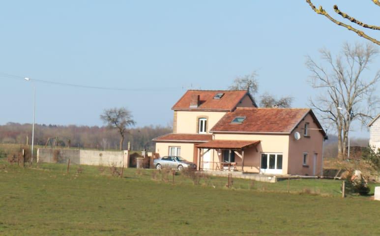 Le garde barrière belle maison à la campagne - Girondelle - Huis