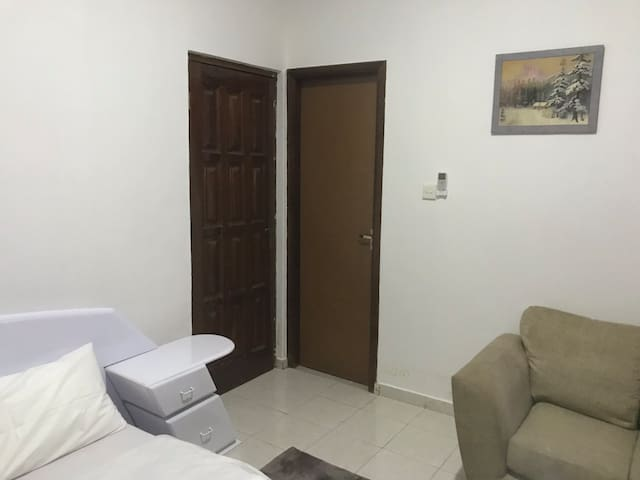 Family house w/Free WiFi & Air-Con. 20min to beach